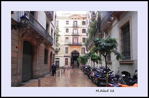 Calle by Miguel Allué Aguilar
