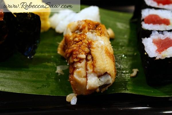 tsukiji market sushi - rebecca saw-001