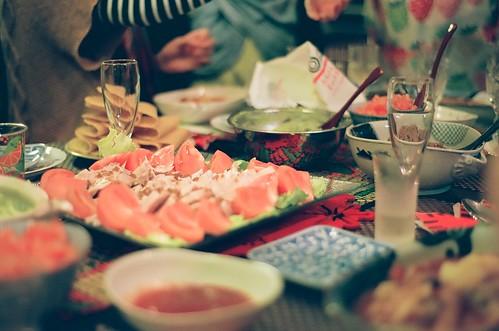 友達と一緒においしい食事