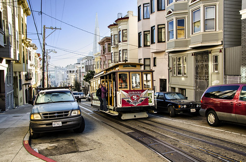 Cable Car Approaching Jackson and Mason