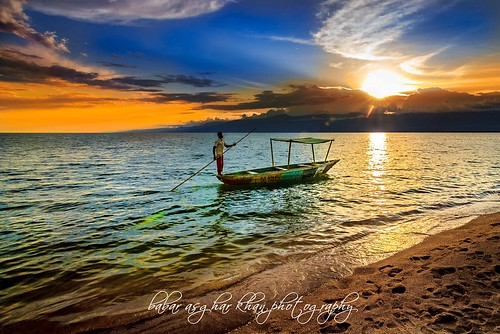 africa boy sunset sky sun lake beach water clouds canon golden evening boat fisherman sand f10 explore hour romantic orangesky congo goldensunset ultra goldenhour facebook burundi iso160 laketanganyika gloomysky bujumbura lovelysunset 500px concordians tokina1116mmf28 eos60d pixoto 11mmultrawideangle