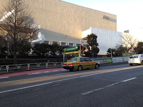 NHKの前にアムウェイビル by haruhiko_iyota