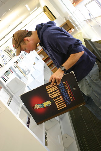 David reads a GIANT graphic novel