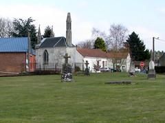 Acheux-en-Amiénois (ancien cimetière - chapelle avec lanterne des morts) 1