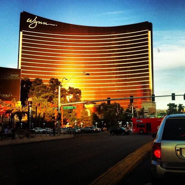 Отель Wynn в закатных лучах солнца, Лас-Вегас.