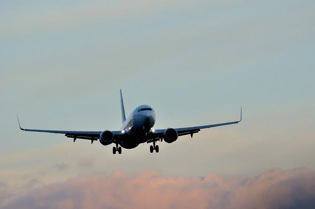 Avión de Transavia llegando a Sevilla