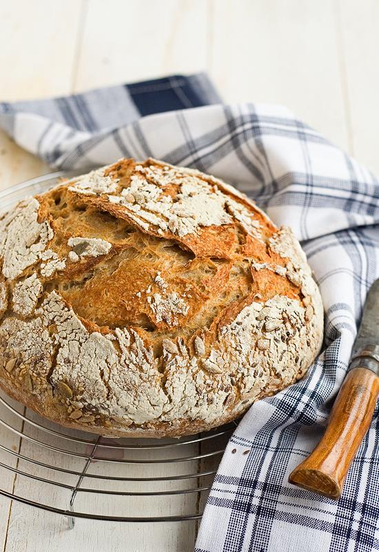 Pan de espelta integral y masa madre. Pan en cocotte