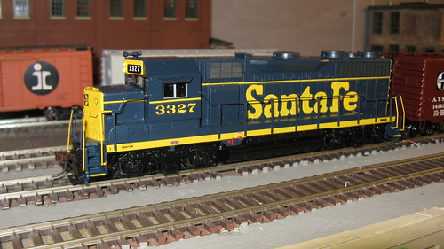 Athearn EMD GP 35 wearing the 1960's era Santa Fe blue and yellow color scheme. by Eddie from Chicago