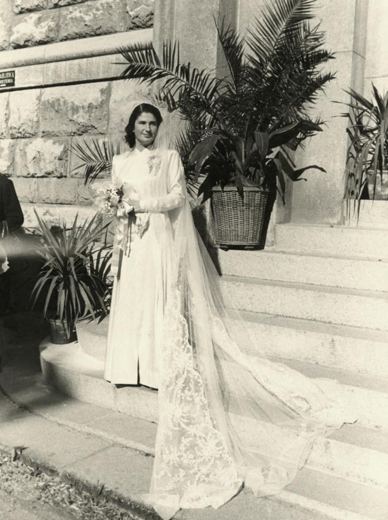 017---Liana Nizza poses on her wedding day in Genoa