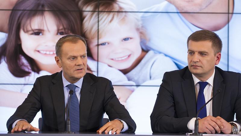 Gesundheitsminister Bartosz Arlukowicz mit dem Premierminister Donald Tusk