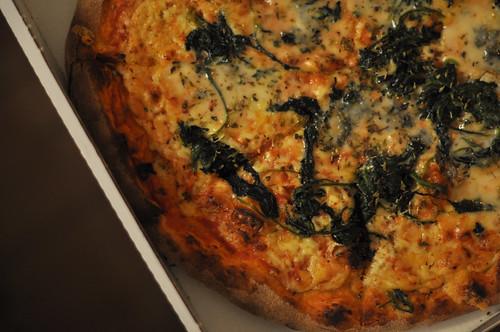 Pizza med gorgonzola og spinat