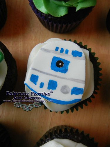 Star Wars Cupcake R2D2