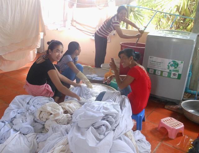 Happy laundry ladies, Nikon COOLPIX S6100