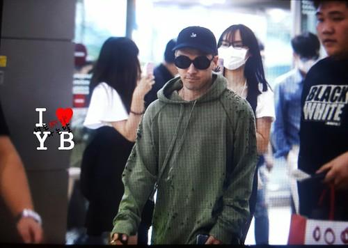 BIGBANG wout Seungri departure Seoul to Tokyo 2016-08-26 (12)