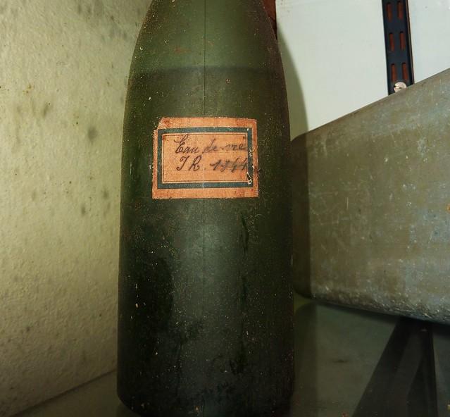 musée seconde guerre mondiale, la rochelle, objets, bouteille eau de vie 1941