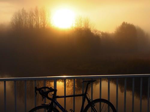 bridge mist fog sunrise river polkupyörä silta joki auringonnousu bike180 2012bike180