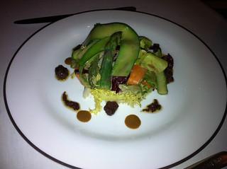 Verduras con pesto de aceitunas de Liguria y grofe crocante con chile