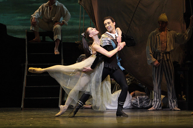 Alexandra Ansanelli as Ondine and Valeri Hristov as Palemon in Ondine. © Dee Conway / ROH 2008