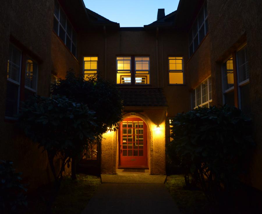 DSC_0395_front_door_cropped