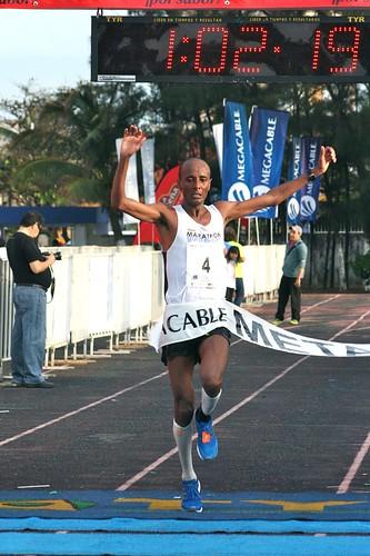 El etíope Alena Reta gana el Medio Maratón Puerto de Veracruz 2013
