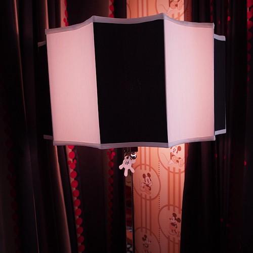 ミッキーマウスルームのランプ。ミッキーハンドが。