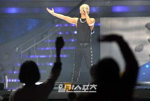 Taeyang-GoldenDisc-Awards-mainshow-20150114-Press-8