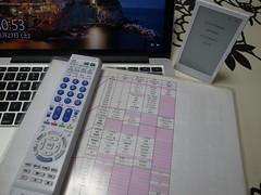 左が学習リモコン。表はその機能-ボタン割当表。これをHUISに乗り換えたいー