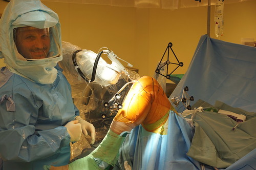 Dr. Vickaryous and the MAKOplasty robot