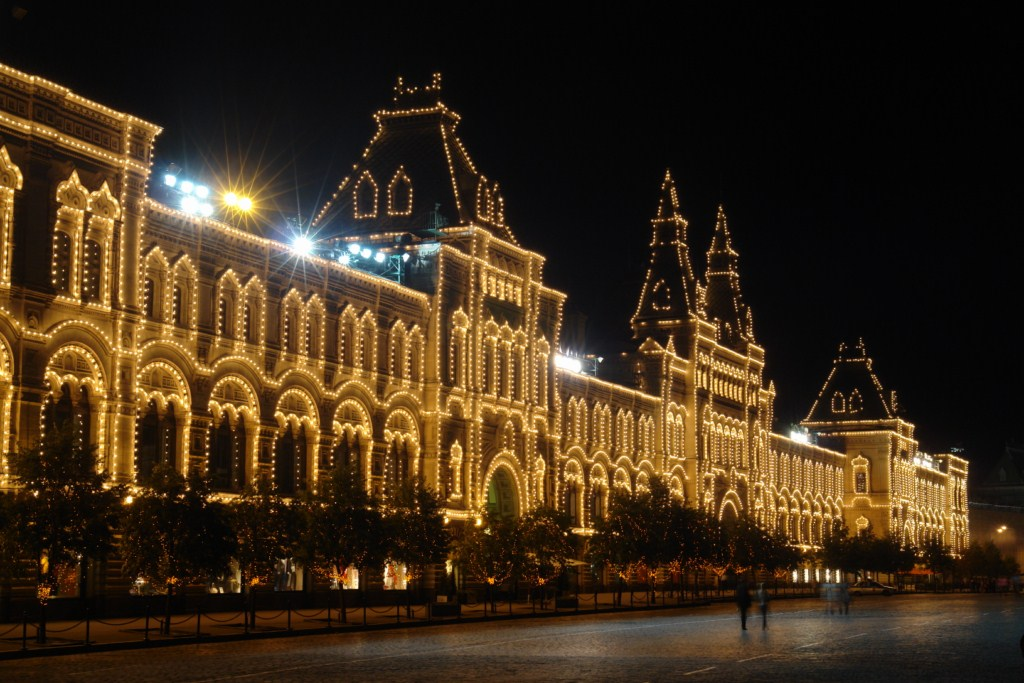 El GUM iluminado de noche plaza roja de moscú, el lugar más importante del país más grande. - 8160941470 379b61ebca o - Plaza Roja de Moscú, el lugar más importante del país más grande.