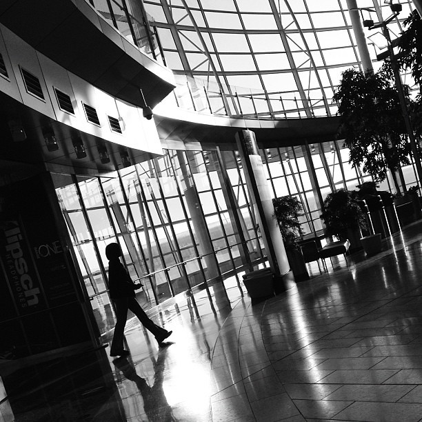 Move Along #muse_theme #blackandwhite #scl_travel #airport