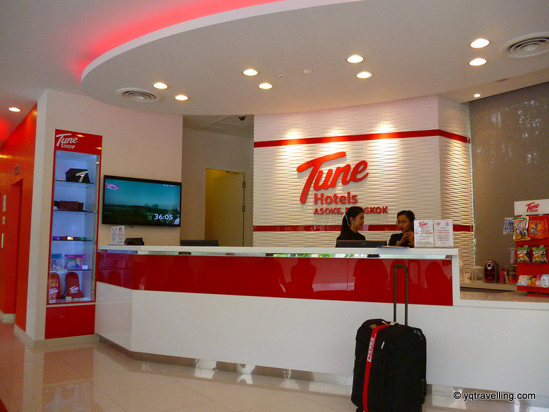 Tune Hotel Asoke reception