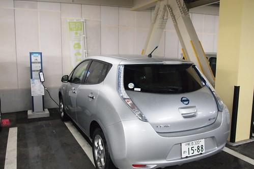 日産リーフ パスート24 熊本中央 で200V充電中