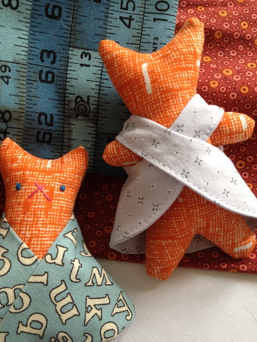 Mama Cat Pattern: kitten clothes!