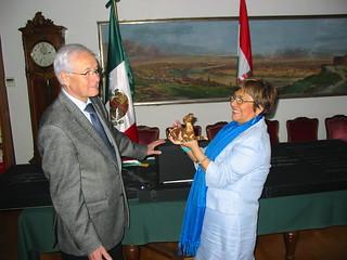 Donación de colección conmemorativa al Museo Histórico de Budapest, como símbolo de amistad entre México y Hungría