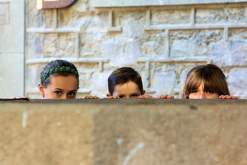 Three Kids Peeking_1733