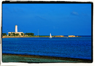 Lecce - S.Cataldo il faro ed i resti del porto Adriano