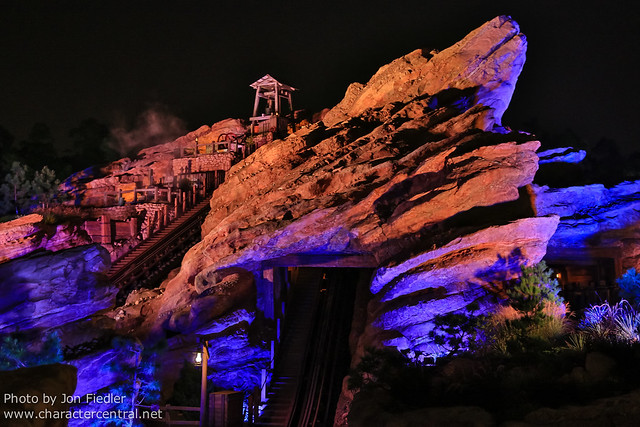 HKDL Oct 2012 - Grizzly Gulch at Night