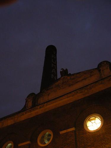 aigle et cheminée truman.jpg