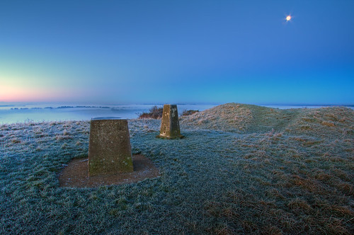 old blue sun moon fog plaque sunrise canon point eos dawn iron frost fort hill hampshire age valley hour round 7d winchester predawn 1022mm navigation barrow trig triangulation meon