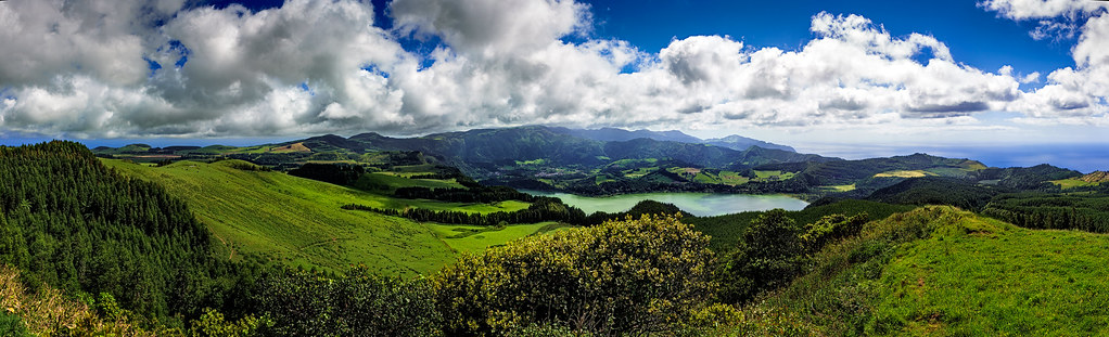 Cloudy Panorama of the Lagoa das Furnas (Municipality of Povoação, Island of São Miguel, Açores, Portugal) [Explored 2012-12-05]