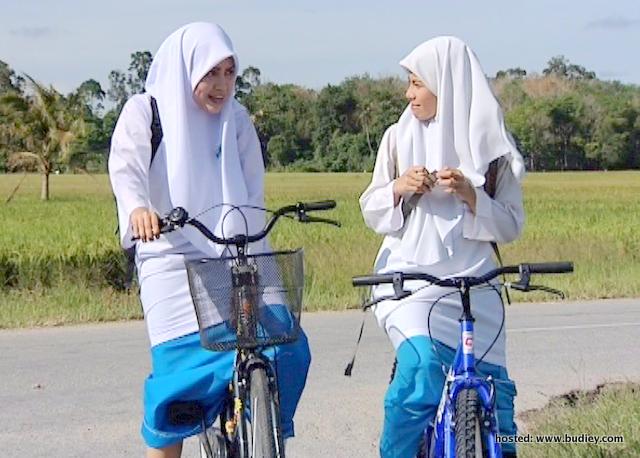 Elyana dan Amanda Misbun bersahabat dalam Masyitah