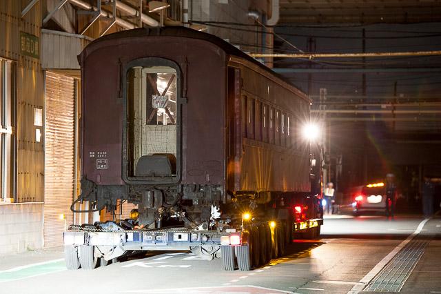 旧型客車 オハ35 2001 大宮総合車両センターへ陸送される