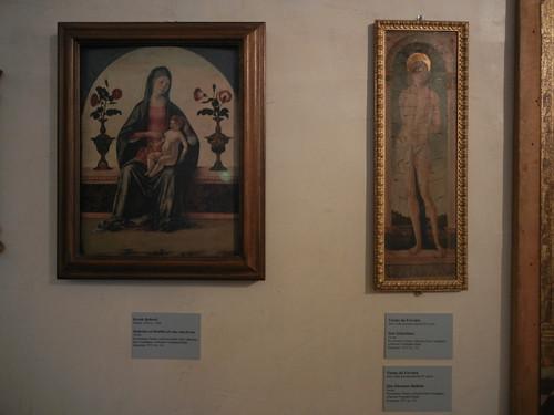 DSCN3776 _ Madonna col bambino fra due vasi di rose, Ercole Roberti (l), San Sebastiano, Vicino da Ferrara (r), Pinacoteca Nazionale di Ferrara