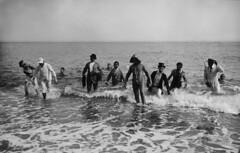 Crèdito foto:Ballell, Frederic / Arxiu Fotogràfic de Barcelona: Concurs de natació amb vestits de carrer organitzat pel CN Barcelona al 1913.