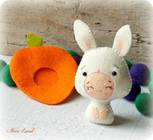 Bebé disfrazado de conejito disfrazado de zanahoria
