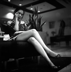 [フリー画像素材] 人物, 女性 - アジア, 女性 - 座る, モノクロ ID:201211170800