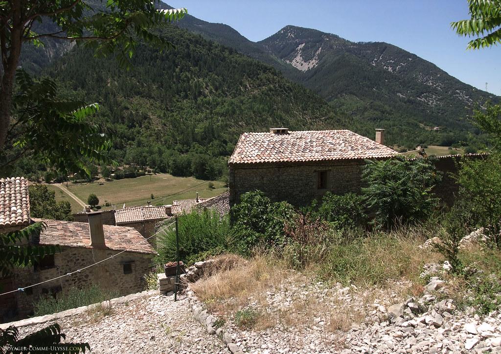 Le village a une vue unique sur le Mont Serein et le Mont Ventoux
