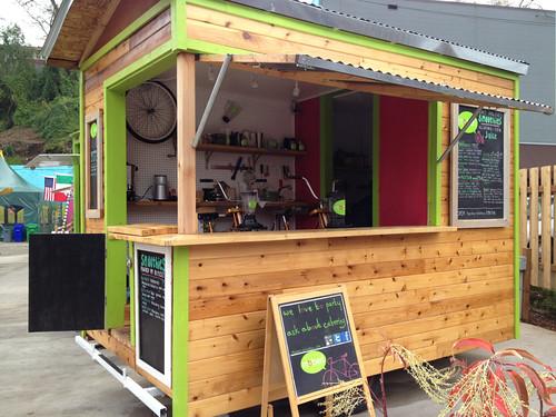 Moberi smoothie and juice cart food carts portland for Food truck juice bar