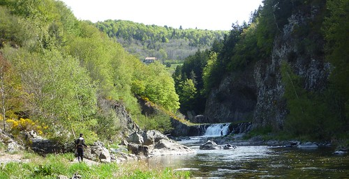 Cascade sur la Loire - Ardèche - Fly fishing in the south of France, in the beautiful area of the high-Ardèche, with its wild landscapes - Bruno BEUSSE - Guide de