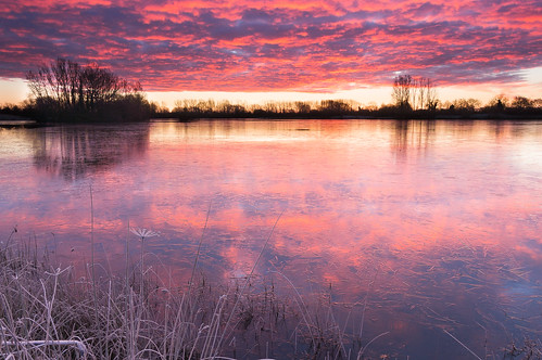 england reflection sunrise gloucestershire cotswoldwaterpark somerfordkeynes